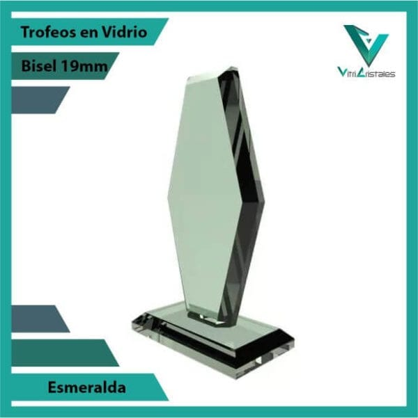 trofeos en vidrio esmeralda personalizadas