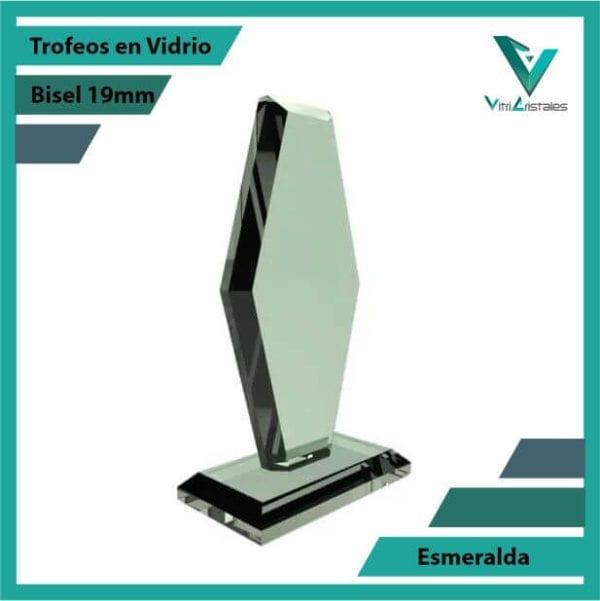 trofeos en vidrio esmeralda personalizadas con grabado laser