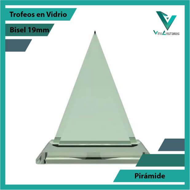 Trofeos en Vidrio Pirámide en grabado laser