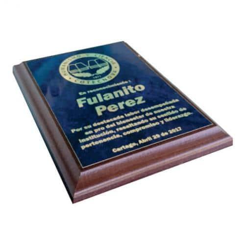 placa de reconocimiento en madera con bronce marmolizado laserable 3