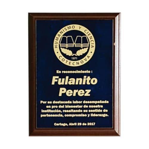 placa de reconocimiento en madera con bronce marmolizado laserable