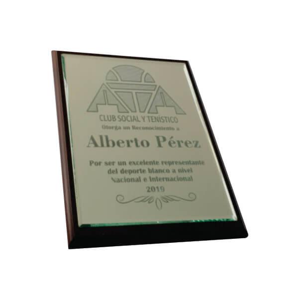 placa de reconocimiento en madera con espejo grabado laser 2