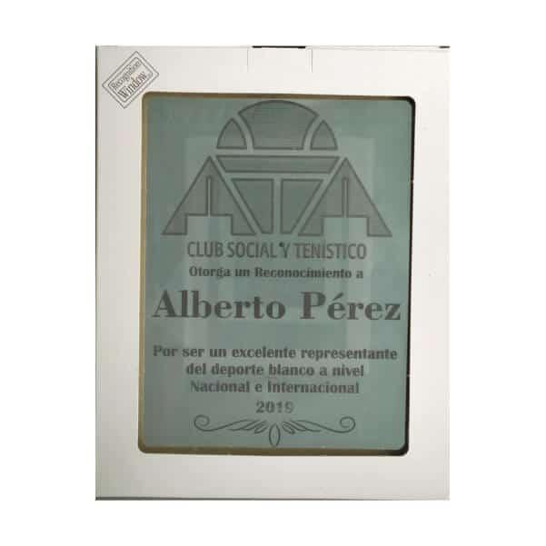 placa de reconocimiento en madera con espejo y grabado laser con caja de presentacion