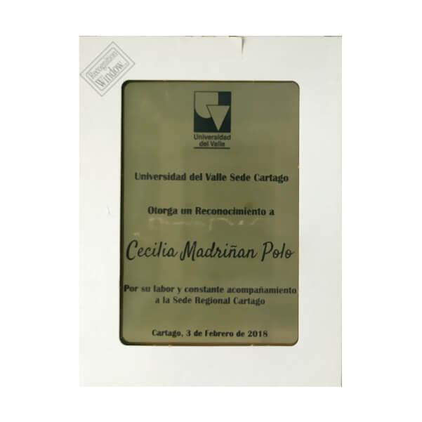 placa de reconocimiento en madera con flexibrass grabado laser con caja de presentacion