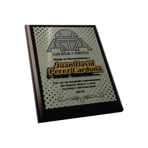 placa de reconocimiento en madera con flexibrass laserable color dorado con relieve 3