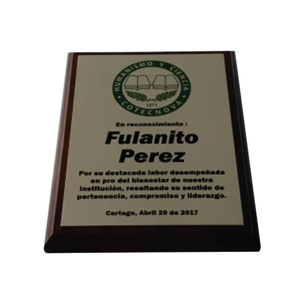 placa de reconocimiento en madera con fotograbado 1