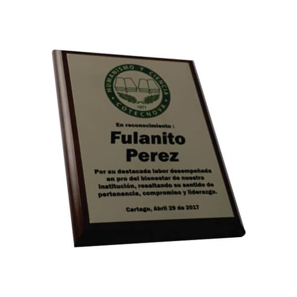 placa de reconocimiento en madera con fotograbado 2
