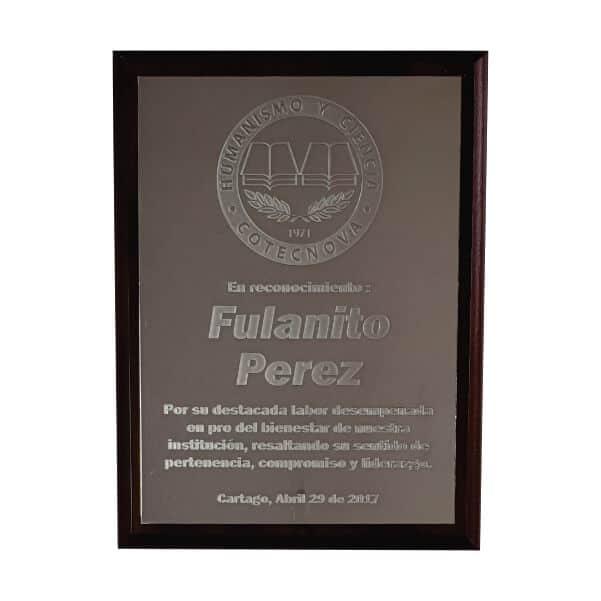 placa de reconocimiento en madera con fotograbado 4