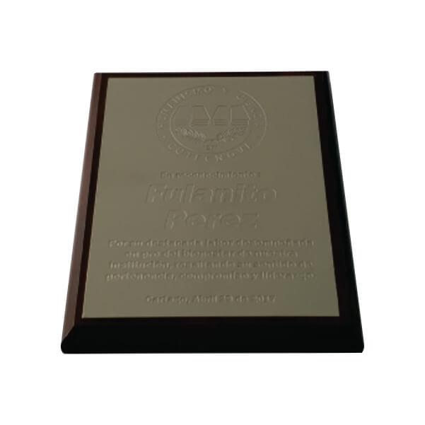 placa de reconocimiento en madera con fotograbado 5