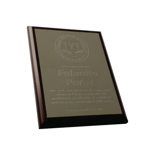 placa de reconocimiento en madera con fotograbado 6
