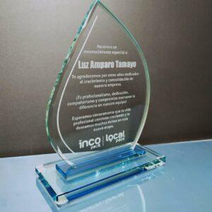 placa en vidrio con mensaje personalizado y bonito para despedir a un empleado