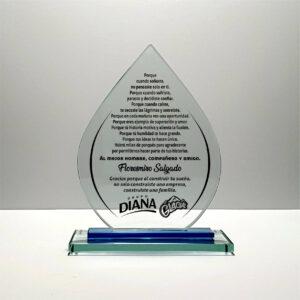 Placa de vidrio en forma de gota con mensaje de despedida para jefe que se retira de la empresa