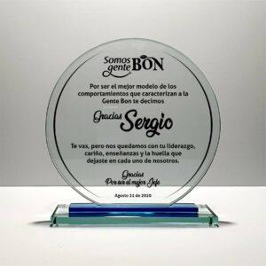 Un hermoso circulo grabado en vidrio con mensaje para un jefe que se retira de la empresa