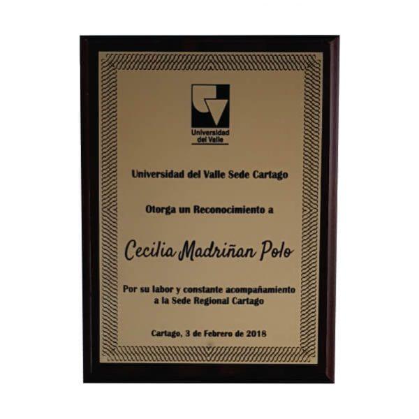 placa de reconocimiento en madera con flexibrass laserable color dorado